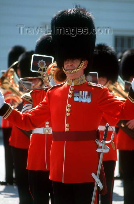 england497: London, United Kingdom: The royal guards - band, Buckingham palace, London, United Kingdom - photo by B.Henry - (c) Travel-Images.com - Stock Photography agency - Image Bank