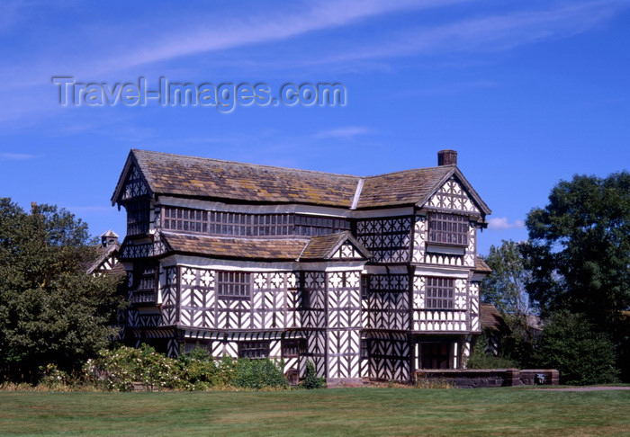 england501: England - Congleton, Cheshire - Little Moreton Hall - Moated manor house – the 'icon' of English Tudor domestic architecture - photo by A.Bartel - (c) Travel-Images.com - Stock Photography agency - Image Bank