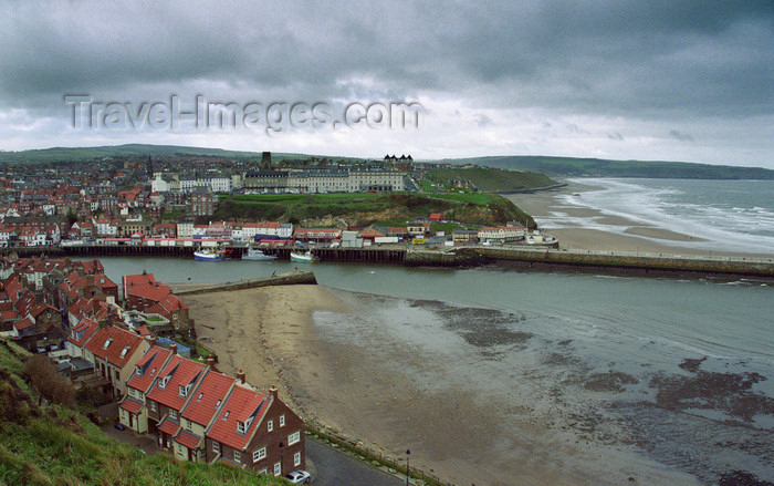 england518: Whitby, North Yorkshire, England: Whitby Sands, Tate Hill Sands and Entrance to Whitby Harbour viewed from Abbey Plain - photo by D.Jackson - (c) Travel-Images.com - Stock Photography agency - Image Bank