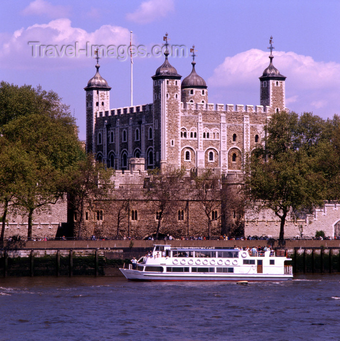 england529: England - London: tour boat and Tower of London - photo by A.Bartel - (c) Travel-Images.com - Stock Photography agency - Image Bank