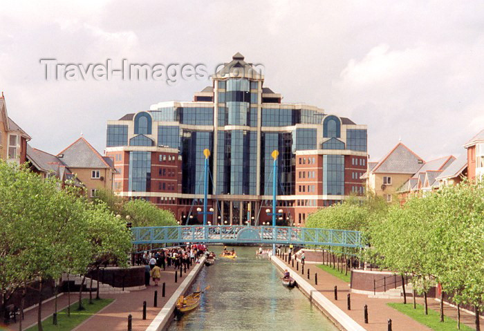 england56: Salford, Greater Manchester, England: canal - still waiting for the gondolas - photo by Miguel Torres - (c) Travel-Images.com - Stock Photography agency - Image Bank