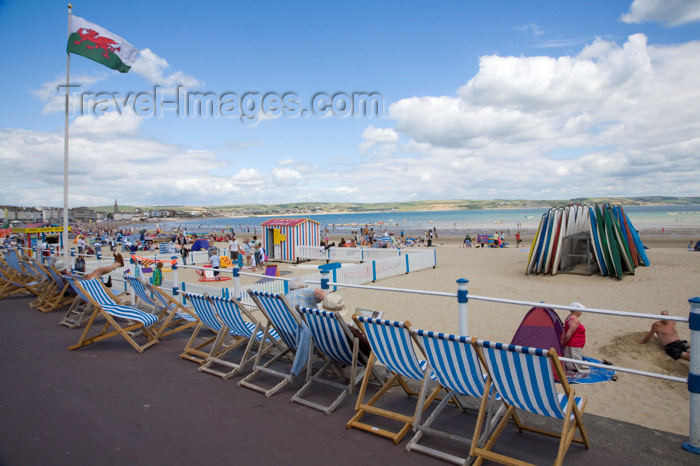 england565: Weymouth Beach, Dorset, England: deck chairs - photo by I.Middleton - (c) Travel-Images.com - Stock Photography agency - Image Bank