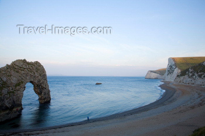 england575: Durdle Door, Dorset, England: the gate and the beach - UNESCO World Heritage Site - photo by I.Middleton - (c) Travel-Images.com - Stock Photography agency - Image Bank