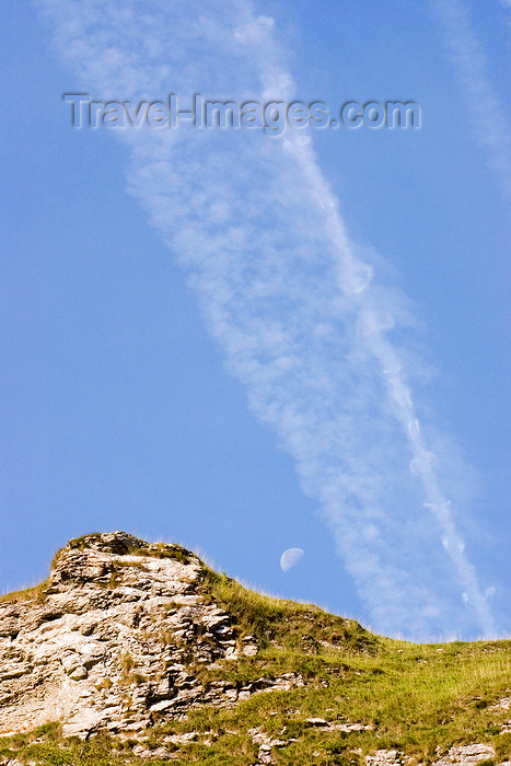 england590: Hope Valley, Peak District, Derbyshire, England: vapour trail left by commercial aircraft - near Castleton - photo by I.Middleton - (c) Travel-Images.com - Stock Photography agency - Image Bank