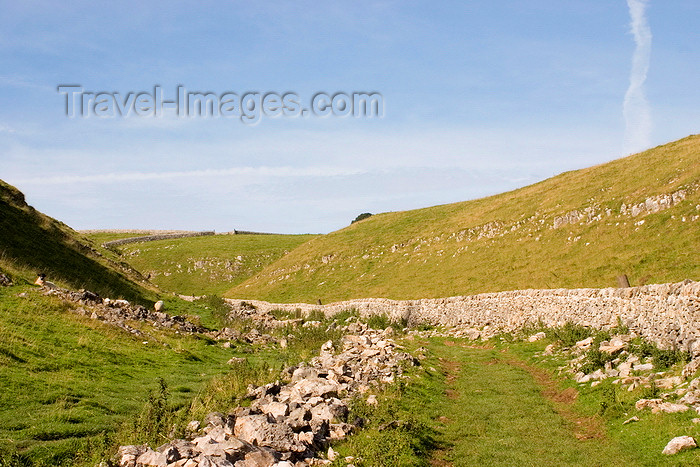 england594: Hope Valley, Peak District, Derbyshire, England: hiking trail - near Castleton - photo by I.Middleton - (c) Travel-Images.com - Stock Photography agency - Image Bank