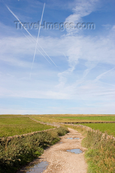 england596: Hope Valley, Peak District, Derbyshire, England: sky with aircraft contrails and hiking trail - near Castleton - photo by I.Middleton - (c) Travel-Images.com - Stock Photography agency - Image Bank