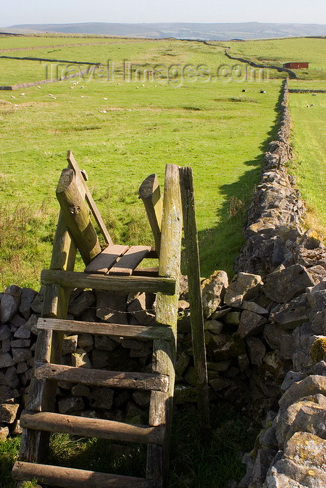 england598: Hope Valley, Peak District, Derbyshire, England: ladder over a stone wall - public bridleway - near Castleton - photo by I.Middleton - (c) Travel-Images.com - Stock Photography agency - Image Bank