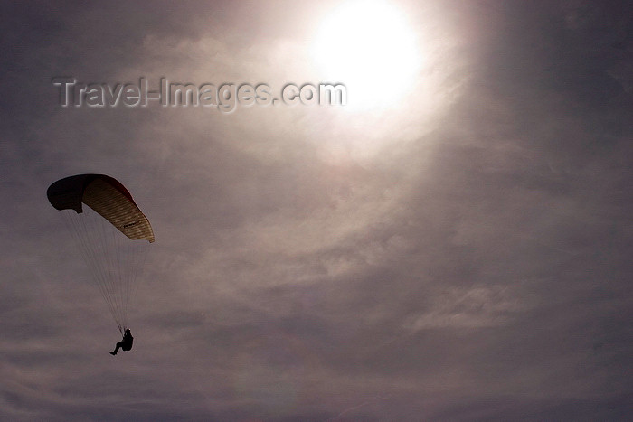 england600: Peak District, Derbyshire, England: paragliding off Mam Tor, near Castleton - photo by I.Middleton - (c) Travel-Images.com - Stock Photography agency - Image Bank