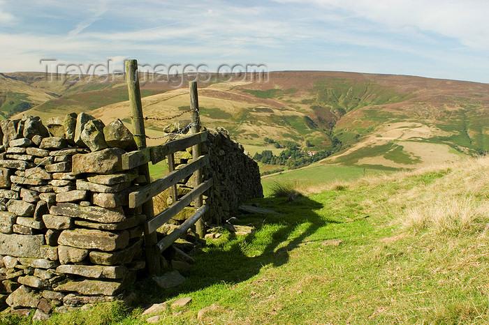 england609: Peak District, Derbyshire, England: close gate - near Castleton - photo by I.Middleton - (c) Travel-Images.com - Stock Photography agency - Image Bank