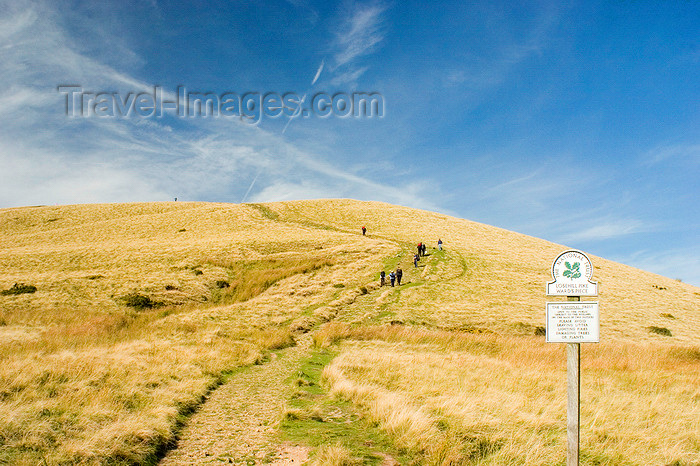 england610: Peak District, Derbyshire, England: trail and slope - Losehill Pike Ward's Piece - near Castleton - photo by I.Middleton - (c) Travel-Images.com - Stock Photography agency - Image Bank