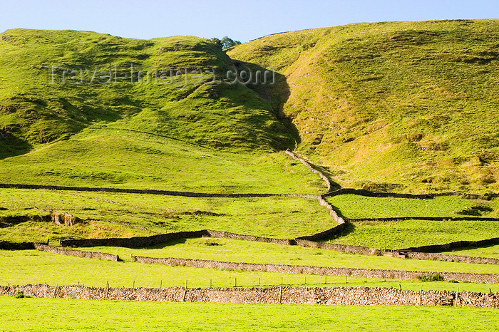 england617: Hope Valley, Peak District, Derbyshire, England: stone walls and grass - near Castleton - photo by I.Middleton - (c) Travel-Images.com - Stock Photography agency - Image Bank
