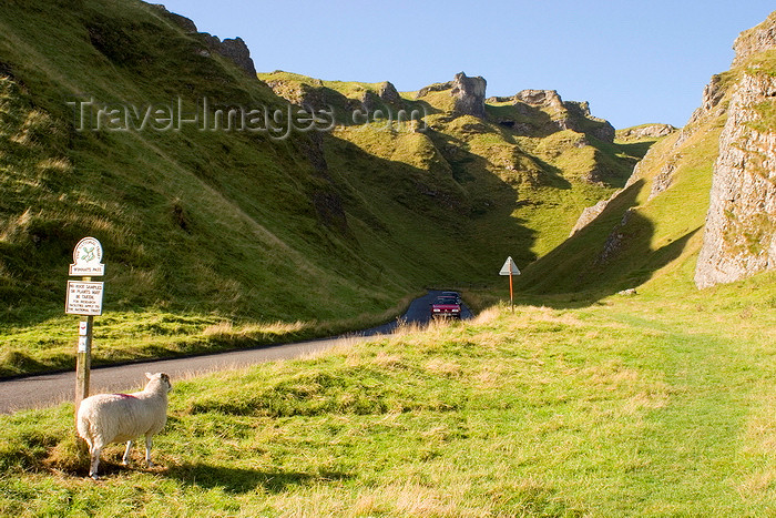 england618: Winnats Pass, Peak District, Derbyshire, England: pass, limestone pinnacles and road - National Trust's High Peak Estate, Castleton area - photo by I.Middleton - (c) Travel-Images.com - Stock Photography agency - Image Bank