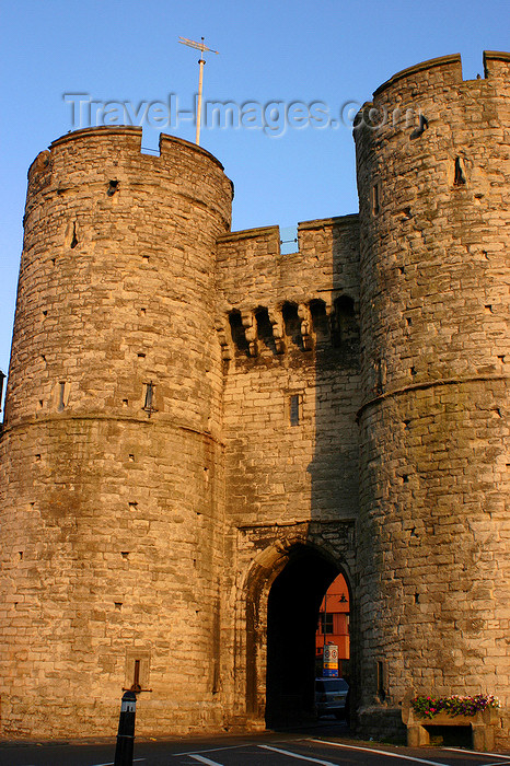 england622: Canterbury, Kent, South East England: Westgate - city wall gates and towers - photo by I.Middleton - (c) Travel-Images.com - Stock Photography agency - Image Bank