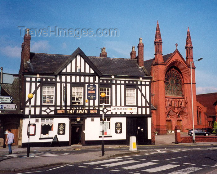 england63: Stockport, Greater Manchester, England: Church and pub / The Swan - English institutions - photo by Miguel Torres - (c) Travel-Images.com - Stock Photography agency - Image Bank