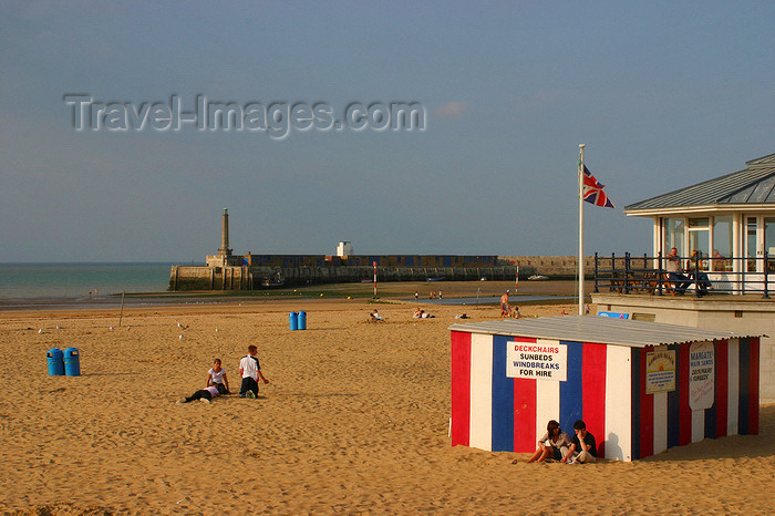 england632: Margate, Kent, South East England: breakwater and beach - photo by I.Middleton - (c) Travel-Images.com - Stock Photography agency - Image Bank