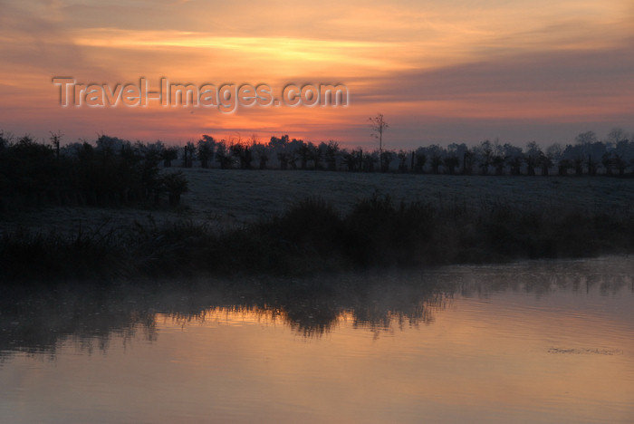 england648: Oxfordshire, South East England: River Thames, sunrise - photo by T.Marshall - (c) Travel-Images.com - Stock Photography agency - Image Bank