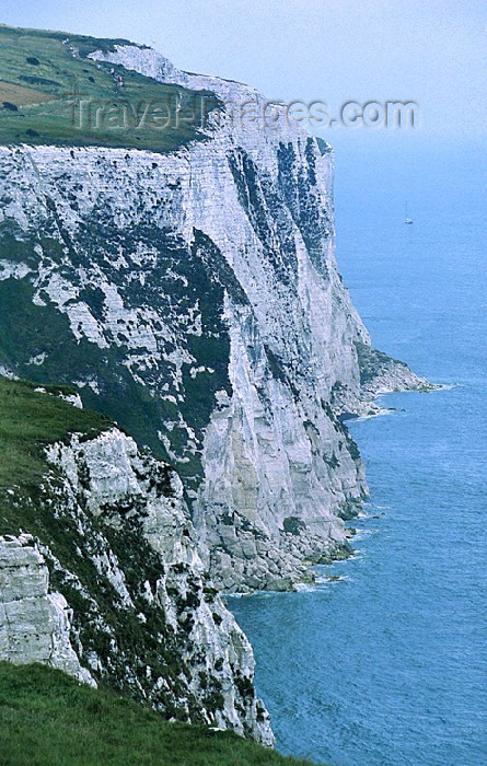 england65: England (UK) - Dover (Kent): the white cliffs of Kent - North Downs formation - English Channel - La Manche - Strait of Dover - photo by J.Banks - (c) Travel-Images.com - Stock Photography agency - Image Bank