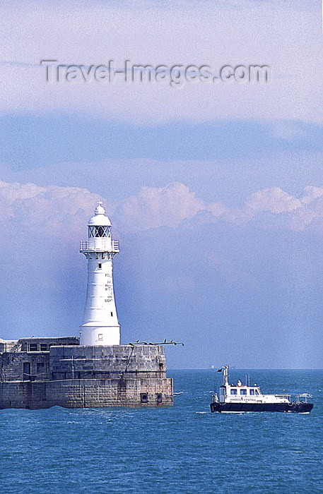 england67: England (UK) - Dover (Kent): lighthouse and breakwater - photo by J.Banks - (c) Travel-Images.com - Stock Photography agency - Image Bank