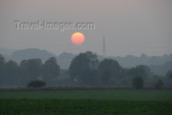 england687: Berkshire, South East England, UK: rural sunset - photo by T.Marshall - (c) Travel-Images.com - Stock Photography agency - Image Bank