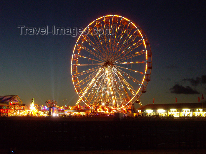 england738: Blackpool - Lancashire, North West England, UK: Ferris wheel - nocturnal - photo by T.Brown - (c) Travel-Images.com - Stock Photography agency - Image Bank