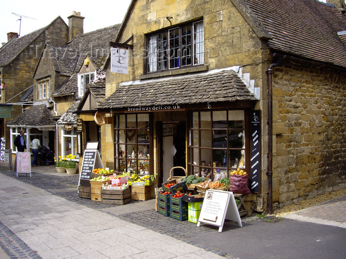 england760: Broadway village, Cotswolds, Worcestershire, West Midlands, England, UK: Hight street - Broadway deli - photo by T.Brown - (c) Travel-Images.com - Stock Photography agency - Image Bank