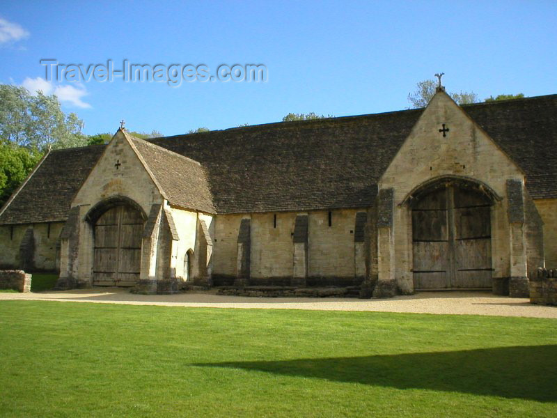 england77: Bradford-On-Avon (Wiltshire): the Tythe Barn - photo by N.Clark - (c) Travel-Images.com - Stock Photography agency - Image Bank