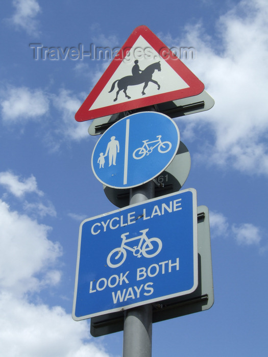 england772: London, England: priority for horses, traffic sign, Epping Forest - photo by A.Bartel - (c) Travel-Images.com - Stock Photography agency - Image Bank