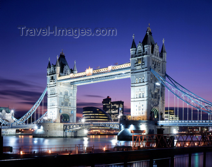 england783: London, England: Tower Bridge seen from the north bank - nocturnal - City Hall in the background - photo by A.Bartel - (c) Travel-Images.com - Stock Photography agency - Image Bank