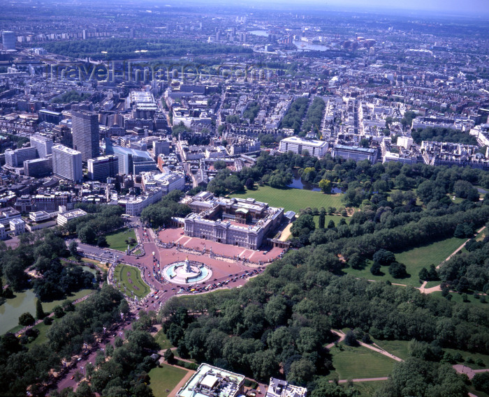england799: London, England: Buckingham Palace, Belgravia and Hyde Park - Aerial - photo by A.Bartel - (c) Travel-Images.com - Stock Photography agency - Image Bank