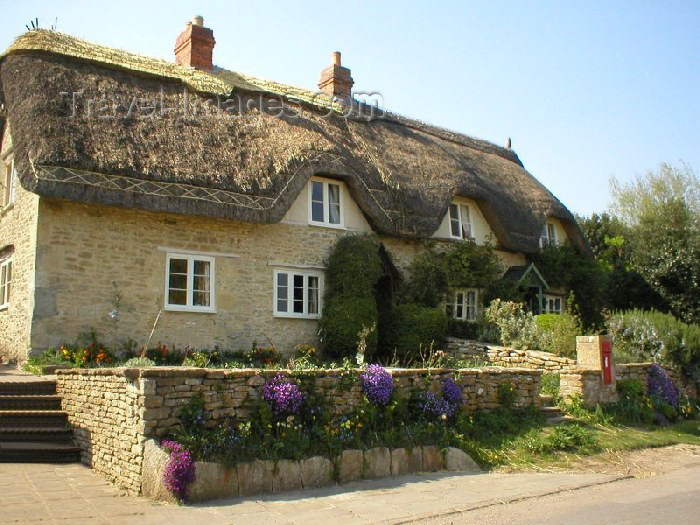 england82: Lacock (Wiltshire): an English cottage - photo by N.Clark - (c) Travel-Images.com - Stock Photography agency - Image Bank