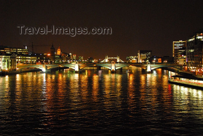 england99: London: Southwark Bridge at night - looking downstream - Thames river - Tamisa - photo by  M.Torres - (c) Travel-Images.com - Stock Photography agency - Image Bank
