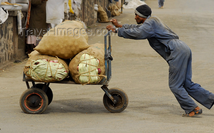 eritrea1: Eritrea - Asmara: a man pushing a heavily loaded hand cart - market area - photo by E.Petitalot - (c) Travel-Images.com - Stock Photography agency - Image Bank