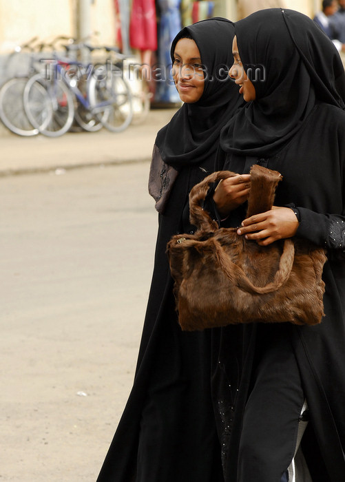 eritrea11: Eritrea - Asmara: black clad Muslim girls walking in the street - photo by E.Petitalot - (c) Travel-Images.com - Stock Photography agency - Image Bank