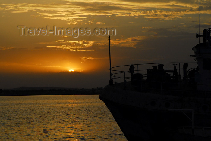 eritrea31: Eritrea - Massawa, Northern Red Sea region: sunset and ship prow - photo by E.Petitalot - (c) Travel-Images.com - Stock Photography agency - Image Bank
