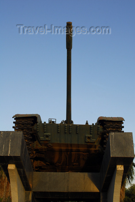 eritrea32: Eritrea - Massawa, Northern Red Sea region: tank in a war monument - photo by E.Petitalot - (c) Travel-Images.com - Stock Photography agency - Image Bank