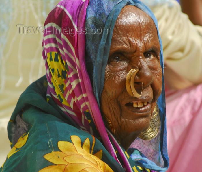 eritrea49: Eritrea - Keren, Anseba region: old Tigrinya woman with nose piercing - Tigray-Tigrinya people - photo by E.Petitalot - (c) Travel-Images.com - Stock Photography agency - Image Bank
