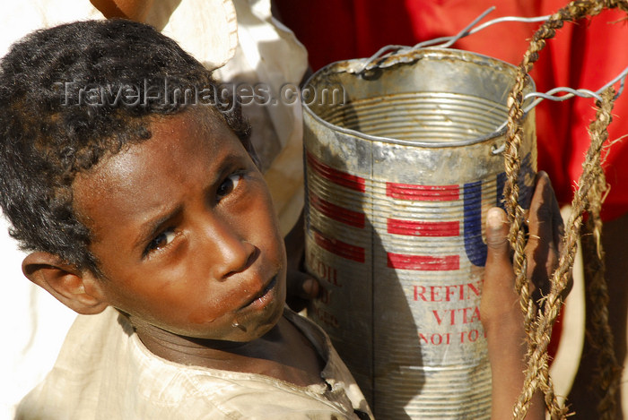 eritrea50: Eritrea - Hagaz, Anseba region - boy drinking water from a tin in a desert well - photo by E.Petitalot - (c) Travel-Images.com - Stock Photography agency - Image Bank