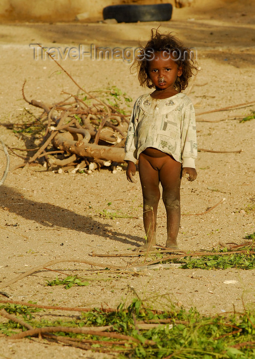 eritrea54: Eritrea - Hagaz, Anseba region - a poor girl from a desert village - photo by E.Petitalot - (c) Travel-Images.com - Stock Photography agency - Image Bank