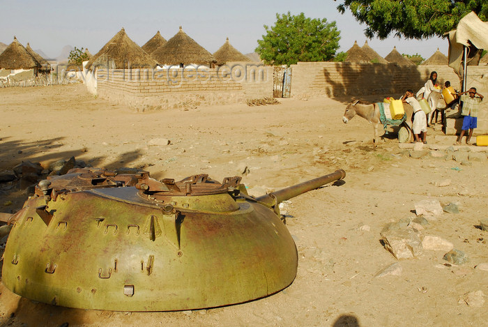 eritrea55: Eritrea - Hagaz, Anseba region - a tank turret in a village, near a water well - war remains - photo by E.Petitalot - (c) Travel-Images.com - Stock Photography agency - Image Bank