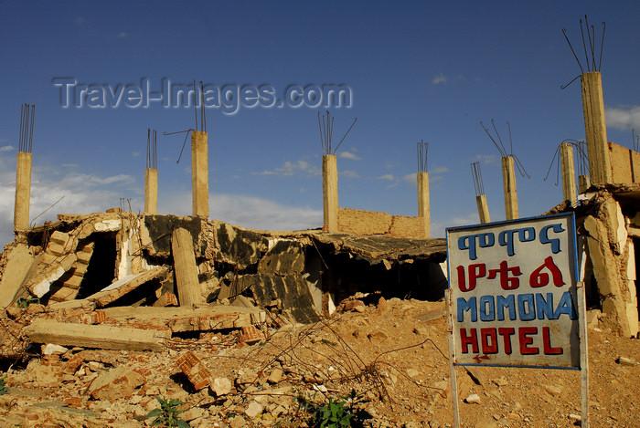 eritrea74: Eritrea - Senafe, Southern region: ruins of the Momona Hotel - photo by E.Petitalot - (c) Travel-Images.com - Stock Photography agency - Image Bank