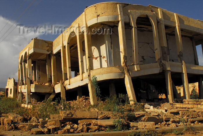 eritrea75: Eritrea - Senafe, Southern region: building damaged by the war - photo by E.Petitalot - (c) Travel-Images.com - Stock Photography agency - Image Bank