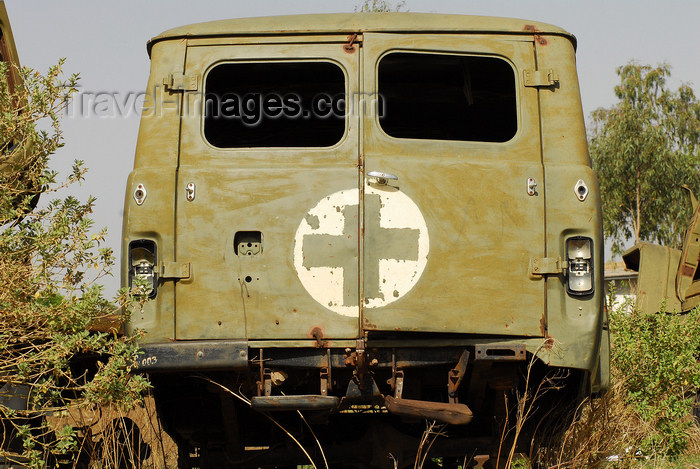eritrea84: Eritrea - Mendefera, Southern region: rusting military ambulance - photo by E.Petitalot - (c) Travel-Images.com - Stock Photography agency - Image Bank