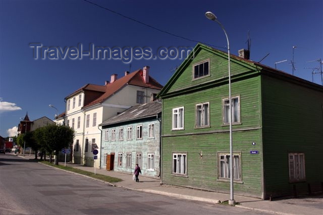 estonia103: Estonia - Valga: Riia street - old wooden houses - photo by A.Dnieprowsky - (c) Travel-Images.com - Stock Photography agency - Image Bank