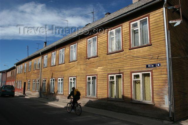 estonia104: Estonia - Valga: wooden houses and cyclist - Riia street - photo by A.Dnieprowsky - (c) Travel-Images.com - Stock Photography agency - Image Bank