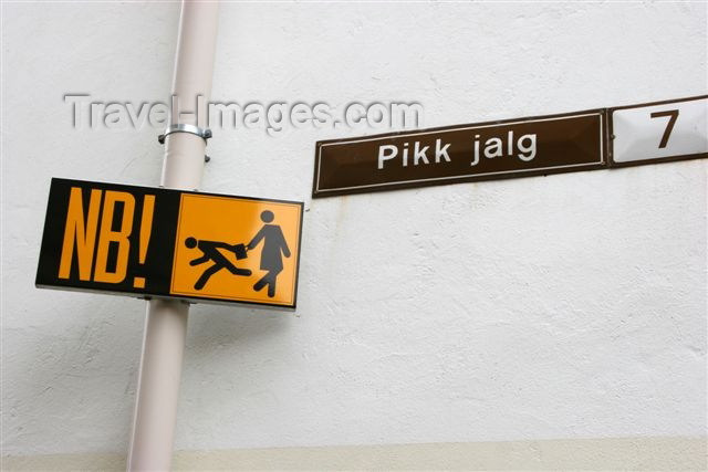 estonia116: Estonia -  Tallinn: beware of thieves - street sign - photo by A.Dnieprowsky - (c) Travel-Images.com - Stock Photography agency - Image Bank