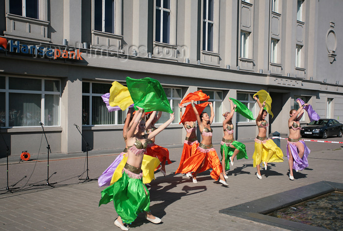 estonia141: Estonia - Parnu: street dancers in front of Hansa Pank - festival - photo by A.Dnieprowsky - (c) Travel-Images.com - Stock Photography agency - Image Bank