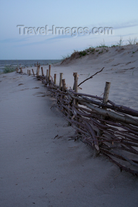 estonia153: Estonia - Parnu: Wattle Fence, Parnu Beach - photo by K.Hagen - (c) Travel-Images.com - Stock Photography agency - Image Bank