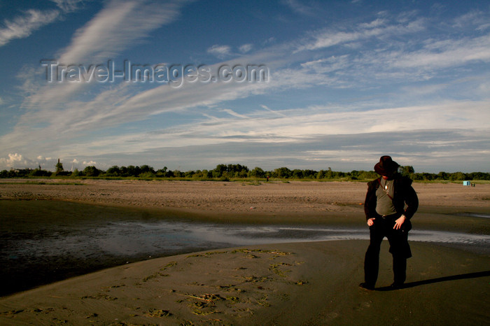 estonia154: Estonia - Parnu: Man in a hat walking on Parnu Beach - photo by K.Hagen - (c) Travel-Images.com - Stock Photography agency - Image Bank