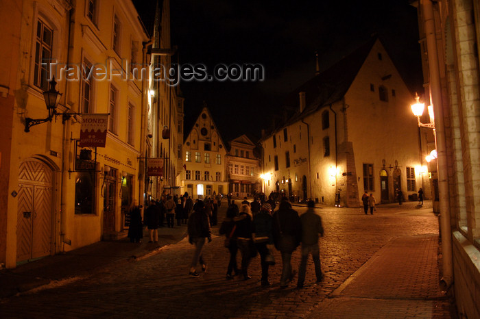 estonia175: Estonia - Tallinn - Old Town - Vana Turg nightlife - photo by K.Hagen - (c) Travel-Images.com - Stock Photography agency - Image Bank