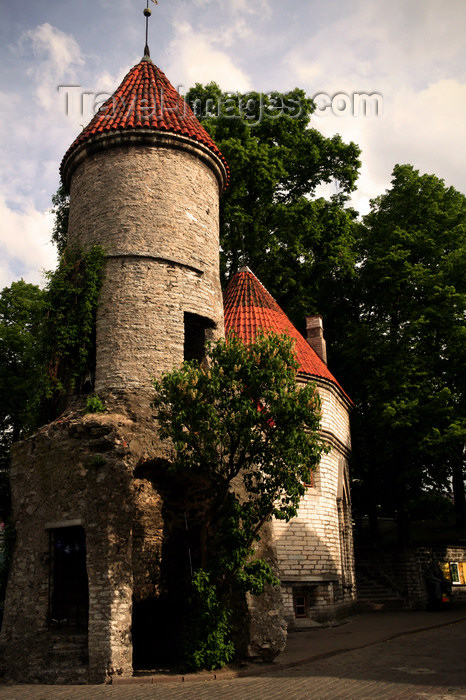 estonia176: Estonia - Tallinn - Old Town - Viru Gate Tower - evening - photo by K.Hagen - (c) Travel-Images.com - Stock Photography agency - Image Bank